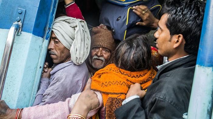 Kasus Corona di India melonjak, salah satu faktor yang dituding jadi penyebabnya adalah ritual mandi massal, Khumb Mela yang diikuti oleh ratusan ribu orang di Sungai Gangga. Seperti apakah ritual ini?