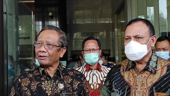 Menko Polhukam Mahfud Md bersama Satgas BLBI mendatangi KPK, Jakarta, Kamis (29/4/2021).