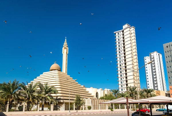 Masjid ini berdiri pada tahun 1981 di Ras Salmiya, Kota Kuwait. Karena arsitekturnya yang unik, masyarakat juga sering menyebut masjid ini sebagai Masjid Piramida.