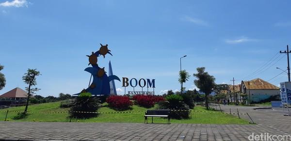 Pantai Boom Banyuwangi sangat dekat dari pusat kota.
