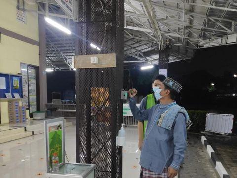 Screening Jamaah Tarawih menggunakan  iThermowall di Masjid Al Marjan Cipayung Depok