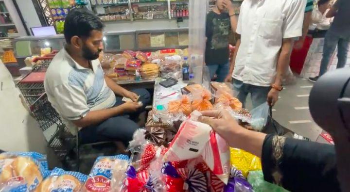 Suasana Ngabuburit dan Cari Takjil di India, Ada Gorengan Juga Lho!