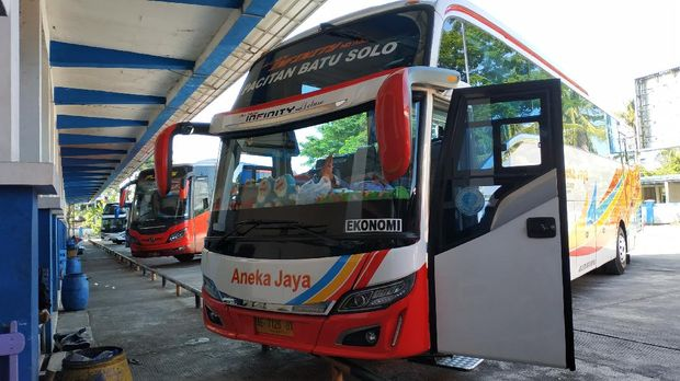 Suasana terminal bus tipe A Pacitan