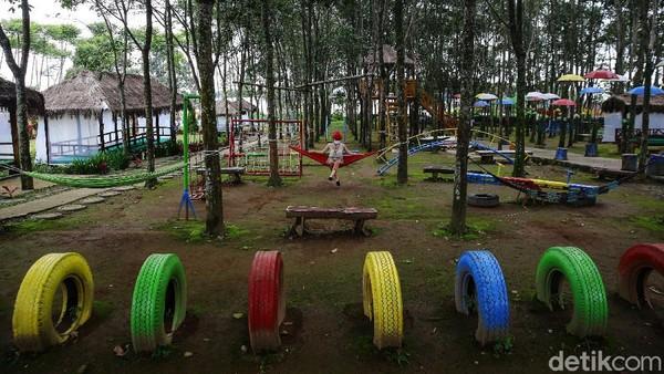 Kawasan Agro Wisata Kampung Karet masuk sebagai wisata edukasi yang cocok untuk liburan bersama teman dan keluarga.