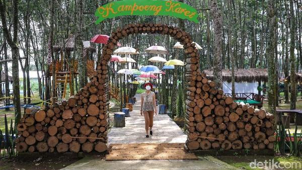 Sesuai namanya objek wisata ini menyuguhkan perkebunan karet yang luas.