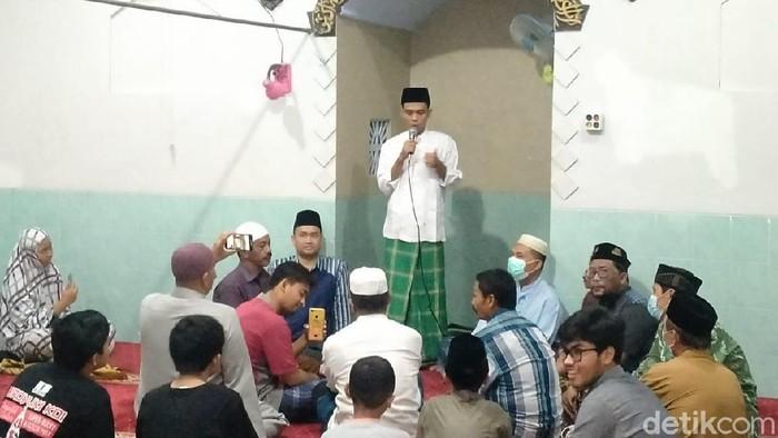 ustaz abdul somad jadi imam salat tarawih