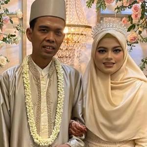 Foto: Gaya Istri Baru Ustaz Abdul Somad, Menikah Pakai Mahkota