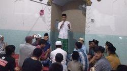 Saat Mertua Minta UAS jadi Imam Tarawih di Musala Perumahan Jombang