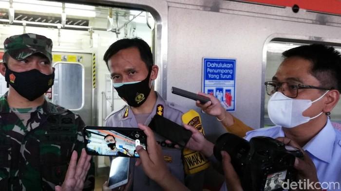Wakapolresta Solo AKBP Deny Heryanto memberikan keterangan