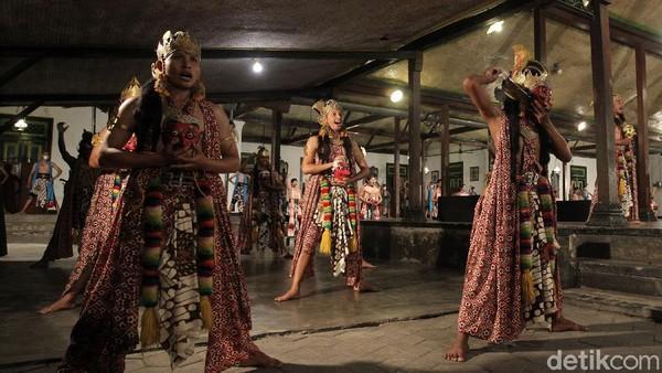 Sebanyak 80 penari memeriahkan Hari Tari Sedunia di Ndalem Kaneman, Yogyakarta.