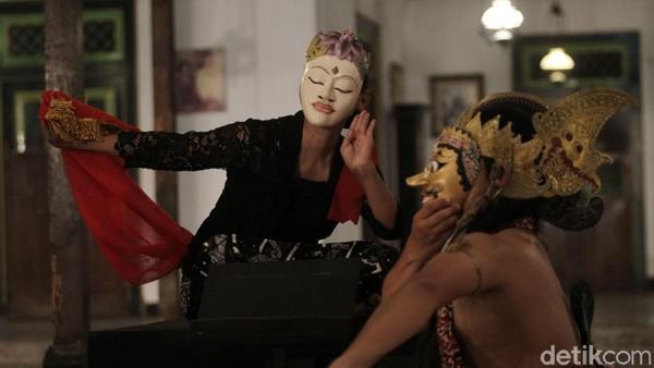Acara menari serentak tersebut disiarkan secara virtual untuk mencegah penyebaran COVID-19.
