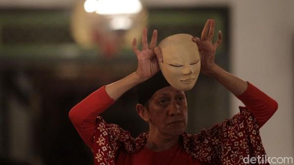 Aksi salah satu penari di Ndalem Kaneman, Yogyakarta.