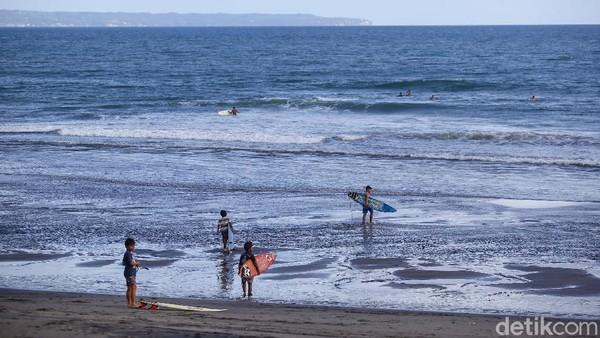 Pasalnya, ombak dan situasi dari kondisi pantai di daerah Canggu ini cukup ideal untuk peselancar pemula.