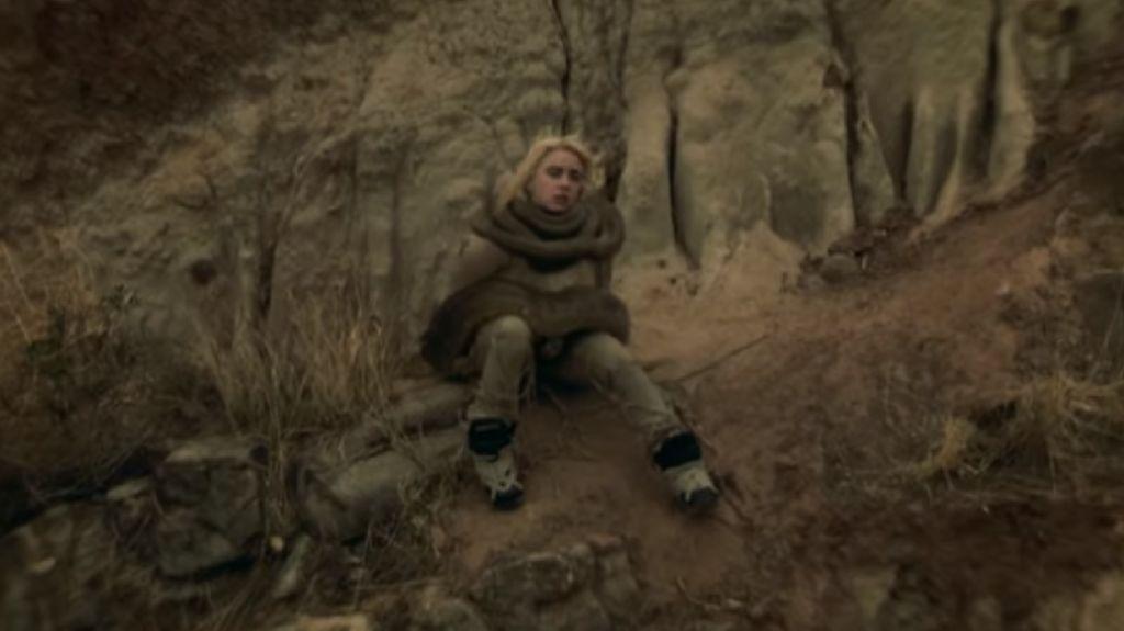 Billie Eilish Main Anaconda Sampai Dililit di Your Power