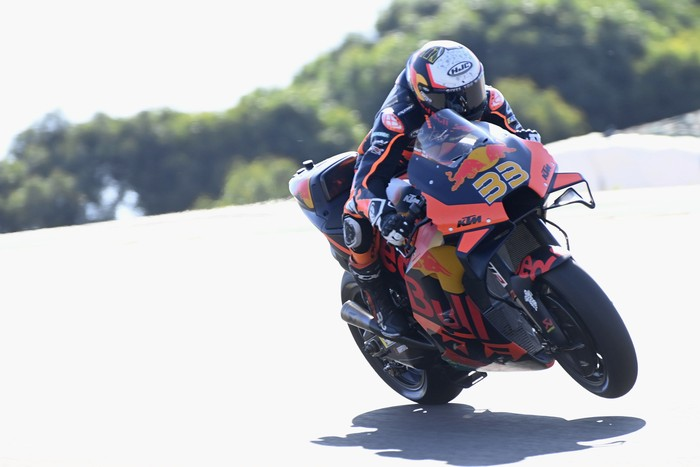 PORTIMAO, PORTUGAL - APRIL 17: Brad Binder of South Africa and Red Bull KTM Factory Racing lifts the front wheel during the MotoGP of Portugal - Qualifying at Autodromo Internacional Do Algarve on April 17, 2021 in Portimao, Portugal. (Photo by Mirco Lazzari gp/Getty Images)