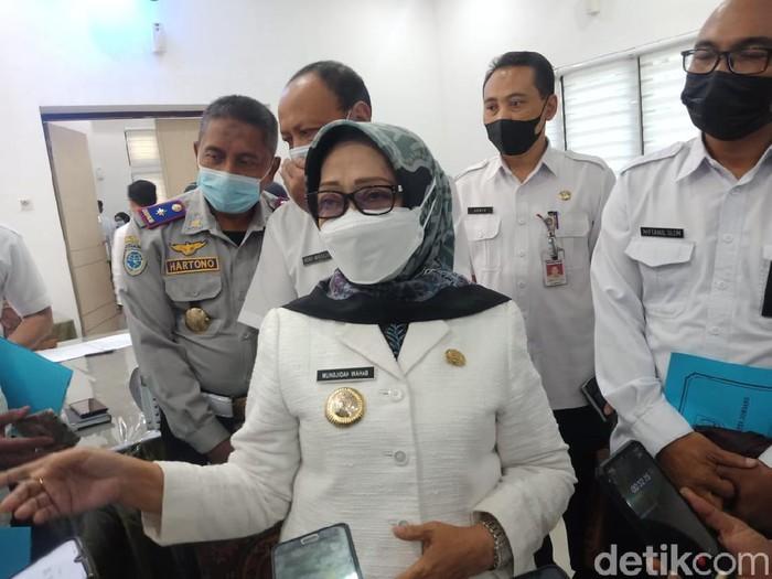Lurah Jombatan, Kecamatan/Kabupaten Jombang, Kislan mengaku sebagai pembuat surat permintaan THR yang viral. Kini Bupati Jombang Mundjidah Wahab menyebut persoalan itu sudah selesai.