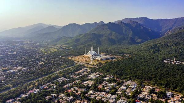 Masjid Faishal pernah lho menjadi masjid terluas do dunia pada tahun 1986 hingga 1993. (Getty Images/iStockphoto)
