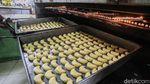 Melihat Pembuatan Kue Kering di Tengah Sepinya Permintaan