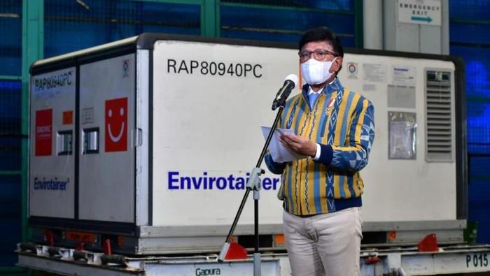 Sambutan Menkominfo Johnny G Plate saat kedatangan vaksin Sinopharm di Bandara Soekarno-Hatta, Tangerang, Banten, Jumat (30/4/2021).