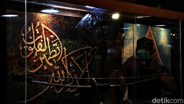 Untuk pertama kalinya di Jakarta Islamic Center menggelar pameran Artefak Rasulullah dan di kolaborasikan dengan pameran kaligrafi
