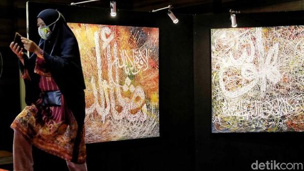 Ukuran lukisan kaligrafi itu dimulai dari 50 cm hingga 100 cm