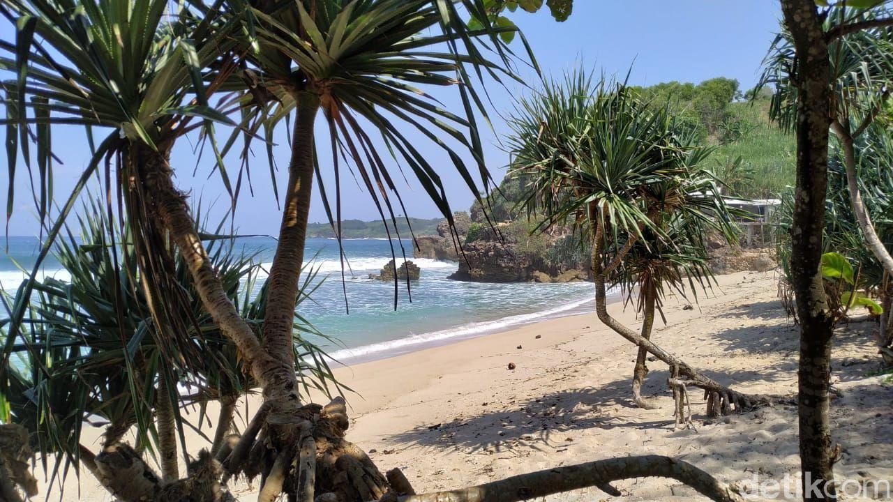 Pantai Pasetran Gondo Mayit