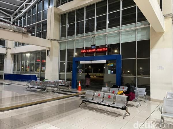Suasana di terminal paling besar se-Indonesia itu sangat sepi. (Masaul/detikcom)