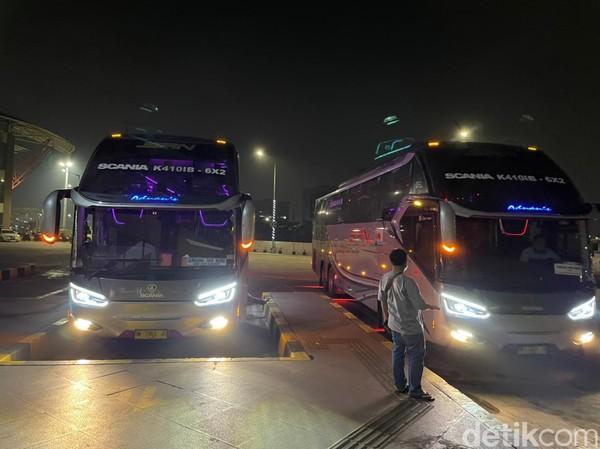 Rata-rata tujuan penumpang adalah ke Jawa Tengah dan Jawa Timur dengan isi bus lebih dari 50 orang.(Masaul/detikcom)