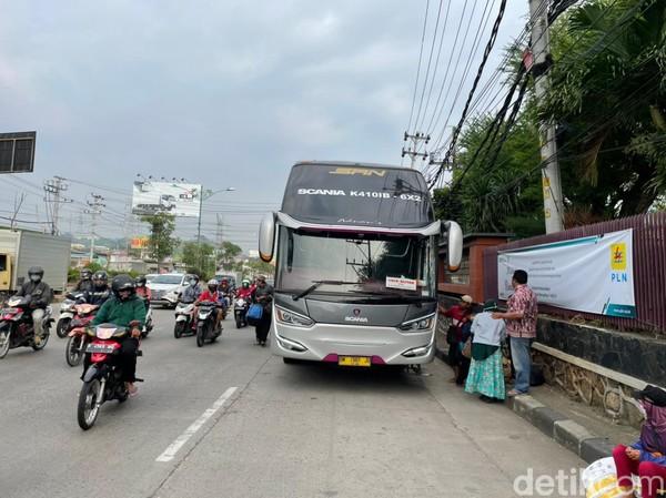 Saat pagi hari, bus berhenti di beberapa titik sebelum masuk ke Semarang.(Masaul/detikcom)
