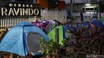 Pencari Suaka Gelar Tenda di Trotoar Jalan Kebon Sirih