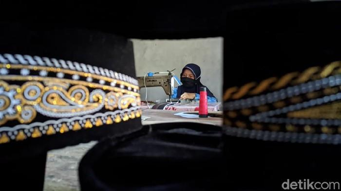 Setelah sempat terpuruk karena pendemi COVID-19, perajin peci di Kulon Progo, Daerah Istimewa Yogyakarta (DIY) perlahan mulai bangkit.
