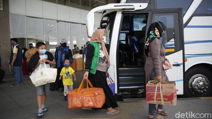 Terminal Pulo Gebang, Jakarta Timur, mencatat sebanyak 31.661 pemudik telah berangkat ke kampung halaman selama periode bulan April.