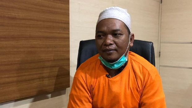 Ustaz Adam Ibrahim, perekaya isu babi ngepet di Sawangan - Depok