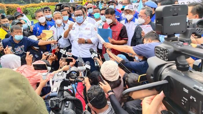 Buruh kirim 9 petisi buat Jokowi