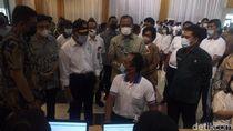 Bareng Bobby, Menteri PMK Tinjau Vaksinasi COVID Buruh di Medan