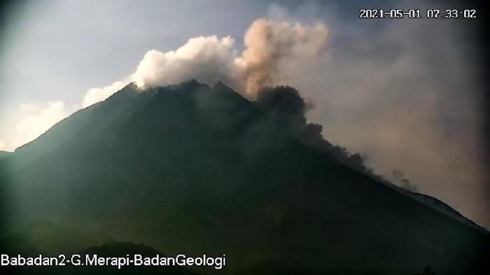 Gunung Merapi erupsi pukul 07.31 WIB, Sabtu (1/5/2021).