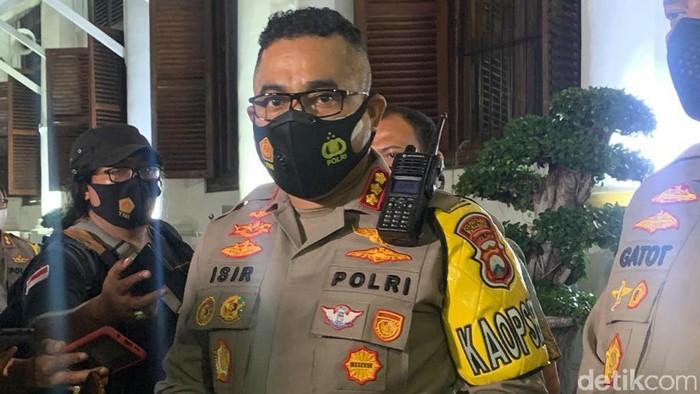 Kapolrestabes Surabaya Kombes Johnny Eddizon Isir