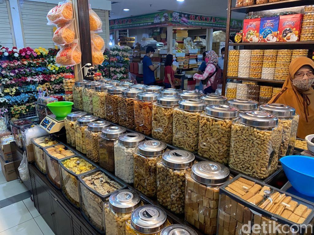 Kue Kering Murah Mulai Ramai Diburu di Pasar Mayestik Jelang Lebaran
