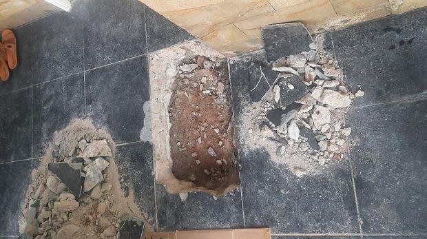 Lantai rumah warga di Kalideres, Jakbar yang sempat mengeluarkan panas 60 derajat Celsius