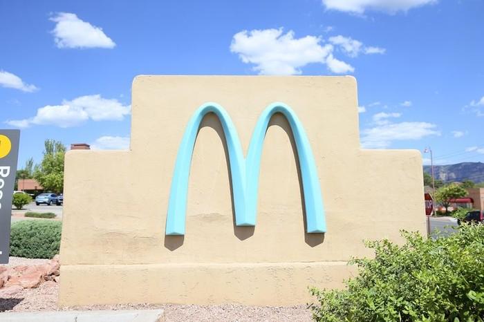 Logo McDonald's Satu-satunya di Dunia yang Tidak Berwarna Kuning