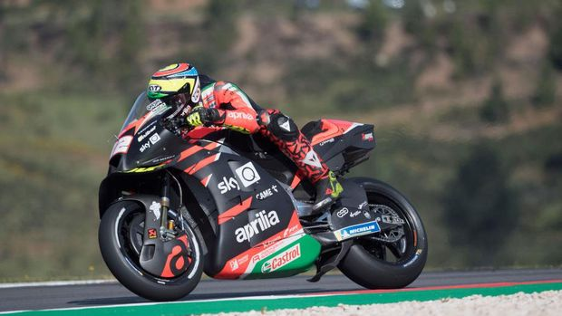 PORTIMAO, PORTUGAL - APRIL 16:  Lorenzo Salvadori of Italy and Aprilia Racing Team Gresini  heads down a straight during the MotoGP of Portugal - Free Practice at Autodromo Internacional Do Algarve on April 16, 2021 in Portimao, Portugal. (Photo by Mirco Lazzari gp/Getty Images)