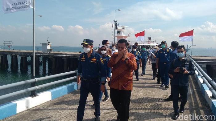Menhub Budi Karya Sumadi pantau pergerakan mudik migran di Pelabuhan Batam (Adhyasta Dirgantara/detikcom)