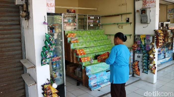 Pemerintah resmi melarang mudik lebaran 2021. Hal tersebut berdampak pada pedagang oleh-oleh di terminal Pantura Kudus, Jawa Tengah.