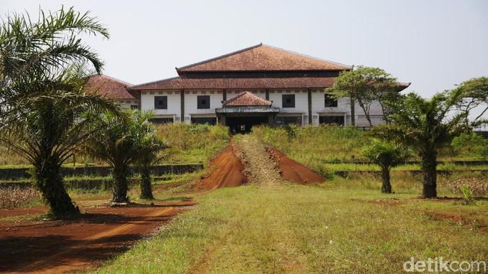 Kawasan Cikidang di Sukabumi dibidik menjadi lokasi Bukit Algoritma alias 'Silicon Valley'-nya Indonesia. Di lokasi itu terdapat gedung sekolah Shaolin yang terbengkalai.
