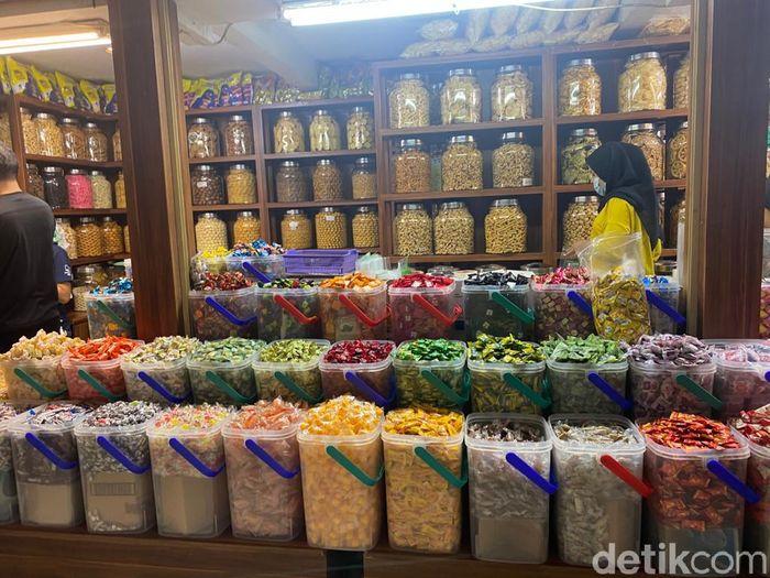 Serba Murah! Belanja Aneka Kue Kering dan Snack Lebaran di Pasar Mayestik
