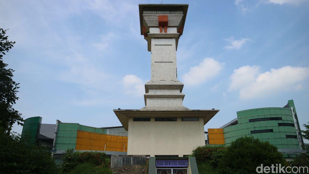Tugu Identitas Kudus merupakan salah satu objek wisata, Sabtu (1/5/2021).