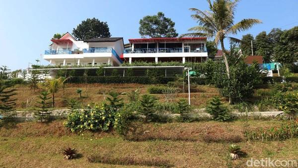 Diketahui, resort yang dibangun bertahap selama 5 tahun itu menyediakan berbagai fasilitas yang bisa dinikmati oleh traveler.