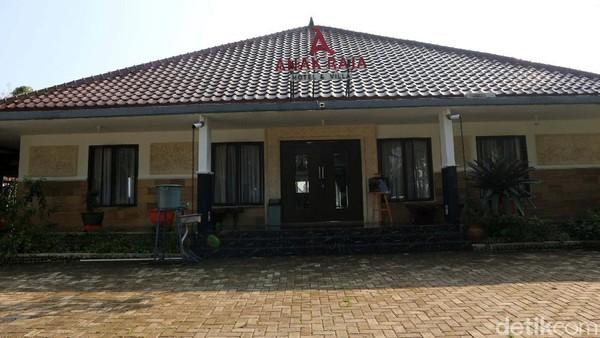 Bagi kamu traveler yang berdomisili di Sukabumi dan sekitarnya, Anak Raja Resort yang berlokasi di Kecamatan Cikidang bisa jadi opsi buat traveler yang ingin menghabiskan waktu bersama si buah hati dan keluarga tercinta.