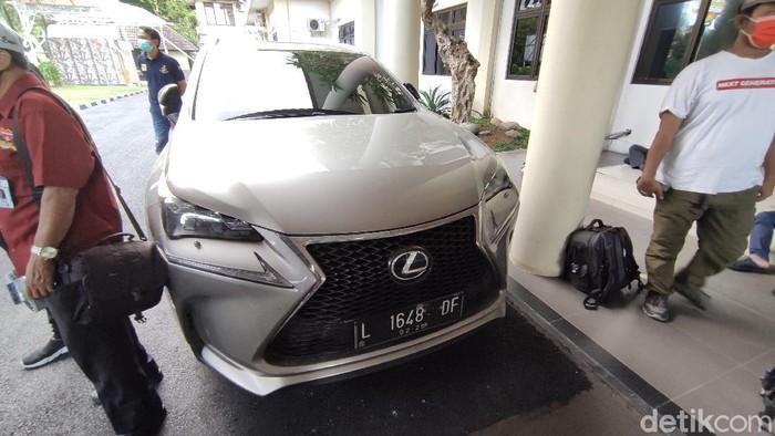 Barang bukti mobil sport yang dicuri komplotan maling asal Jatim saat dihadirkan di Polrestabes Semarang