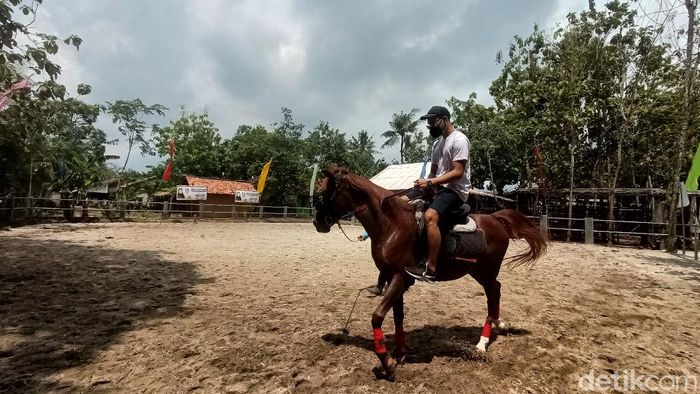 Sekolah berkuda dibuka di Karawang, Jawa Barat.